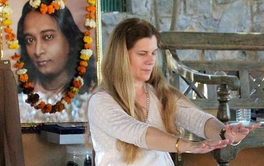 paramhansa-yogananda-hands-off-vibratory-healing